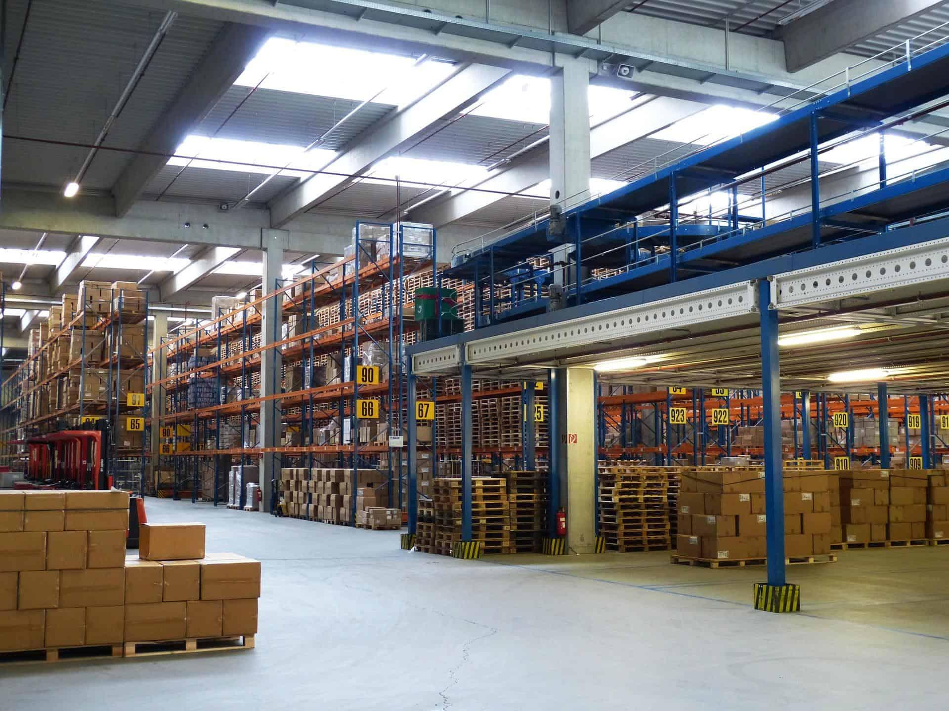 factory 1137995 1920 - Hallen und Lagerräume