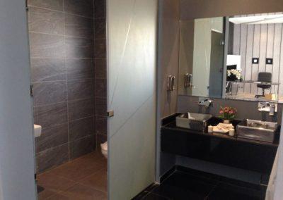bathroom-437210_1920